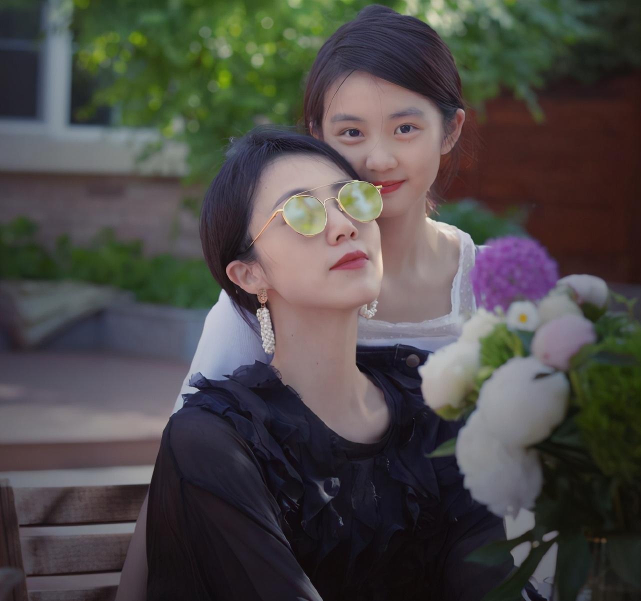 黃多多首部話劇電影首映,黃磊感慨女兒成長,多多近照已長成媽媽