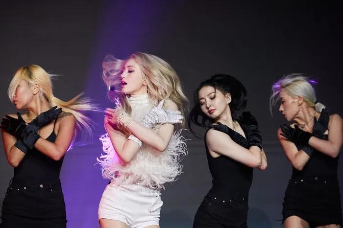 NCT出演《我们结婚了》 粉丝会坐视不理吗;SOMI染金发后酷似ROSÉ?