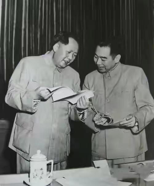 1965年毛泽东悄悄对周恩来说了一个秘密计划,是什么计划如此重要