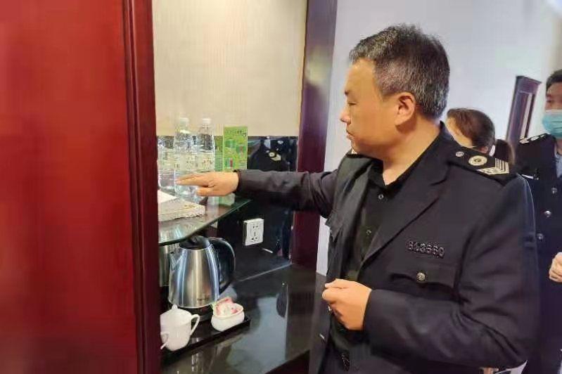 """大荔卫生健康执法大队助推2021""""丝绸之路·美丽大荔""""马拉松赛"""
