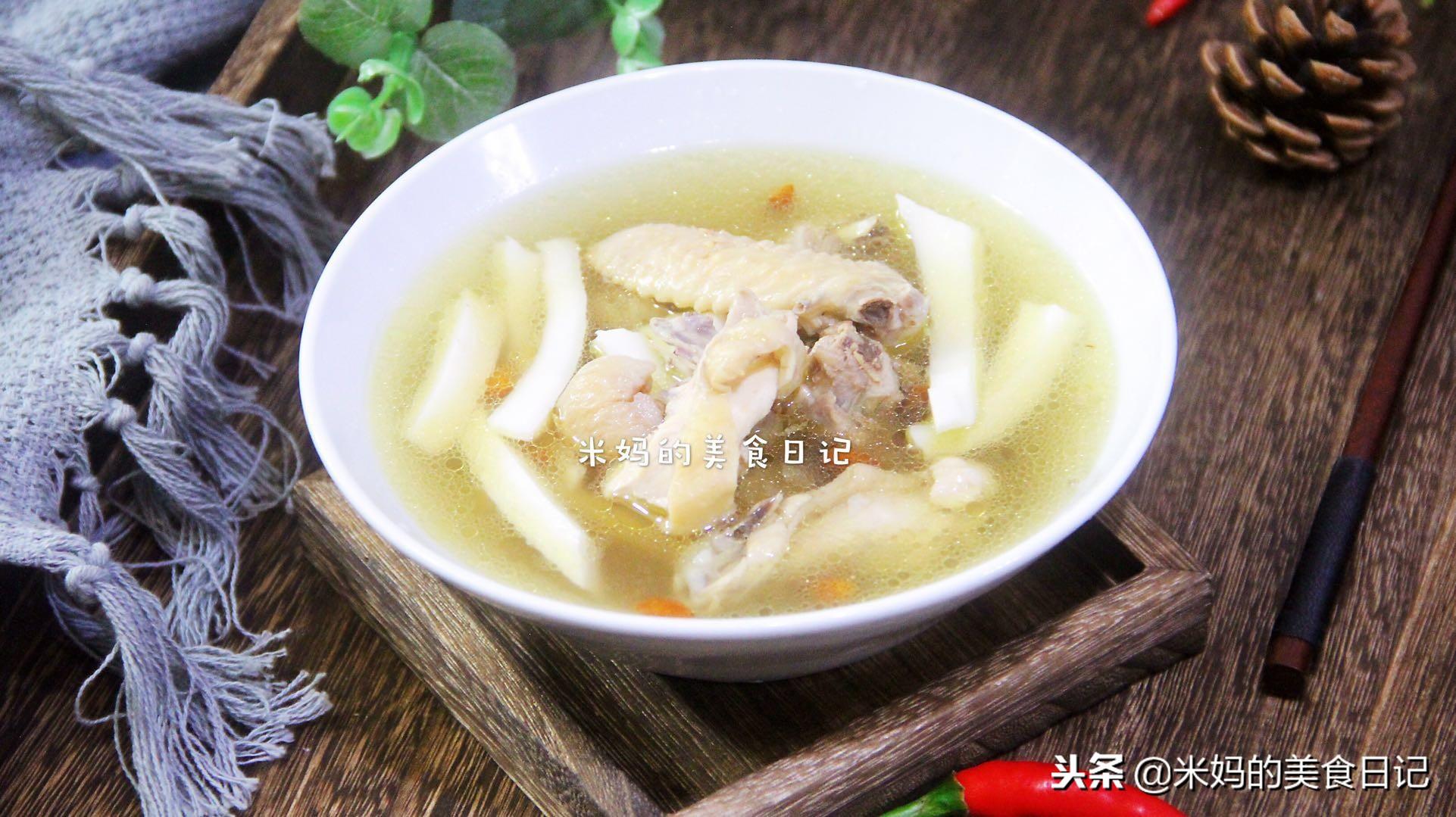 椰子鸡汤做法步骤图 女人常喝补水养颜省了贴面膜