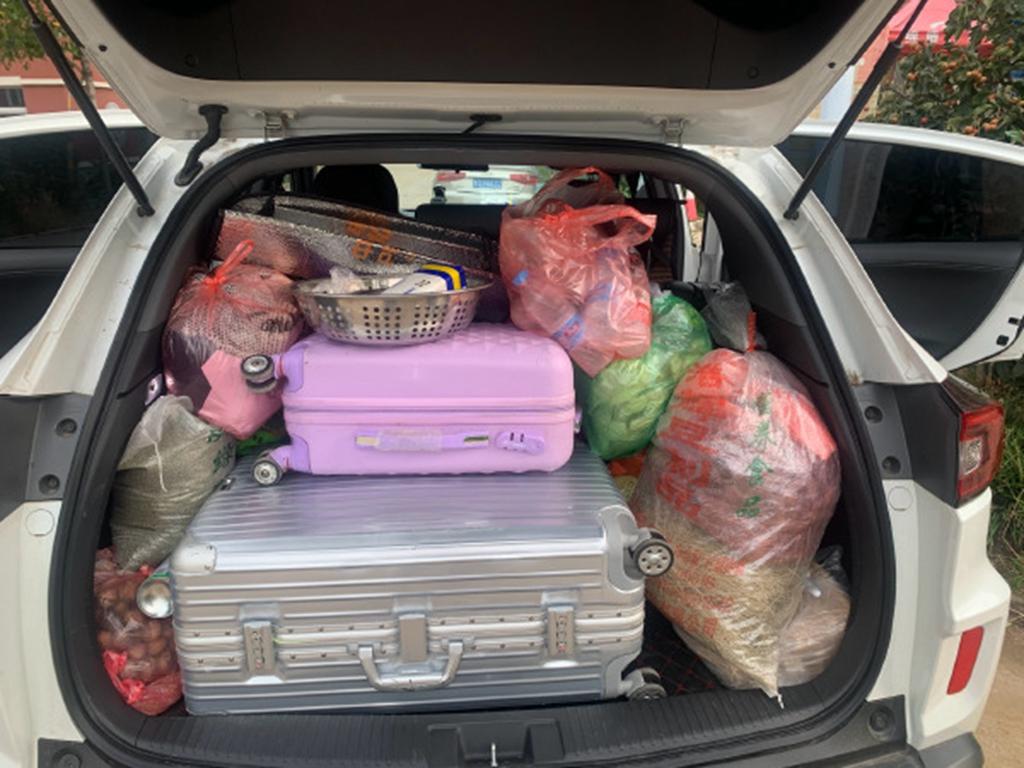 国庆返程,网友争晒后备箱,堆满各种吃喝用品,有妈的孩子真幸福