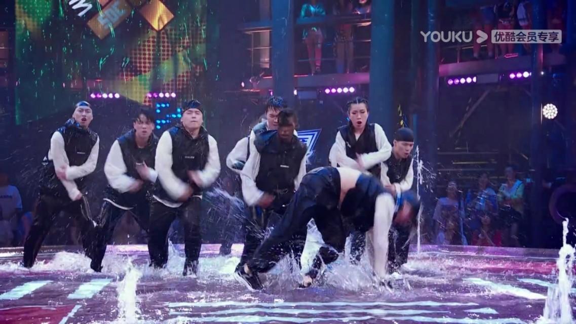 街舞3水舞台!艺兴真的炸到我!