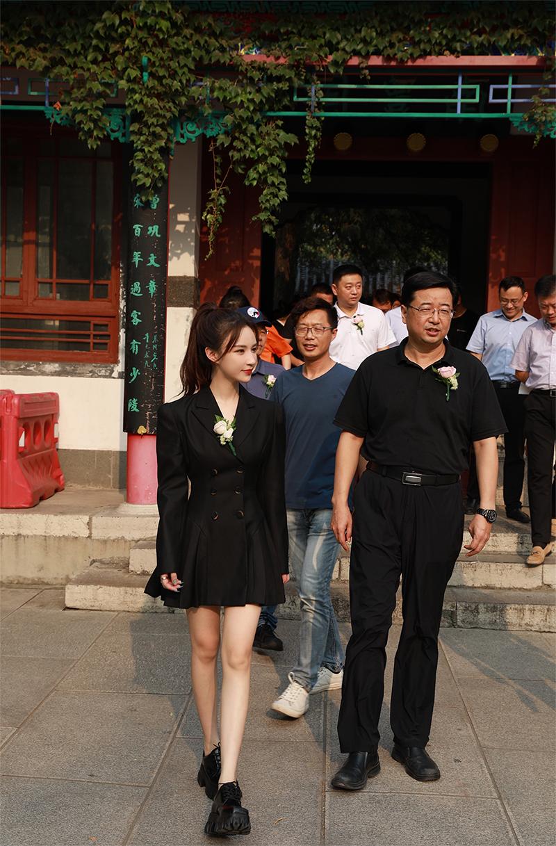 直播中国行为走进泉城济南带货 30万份山东好品一抢而空