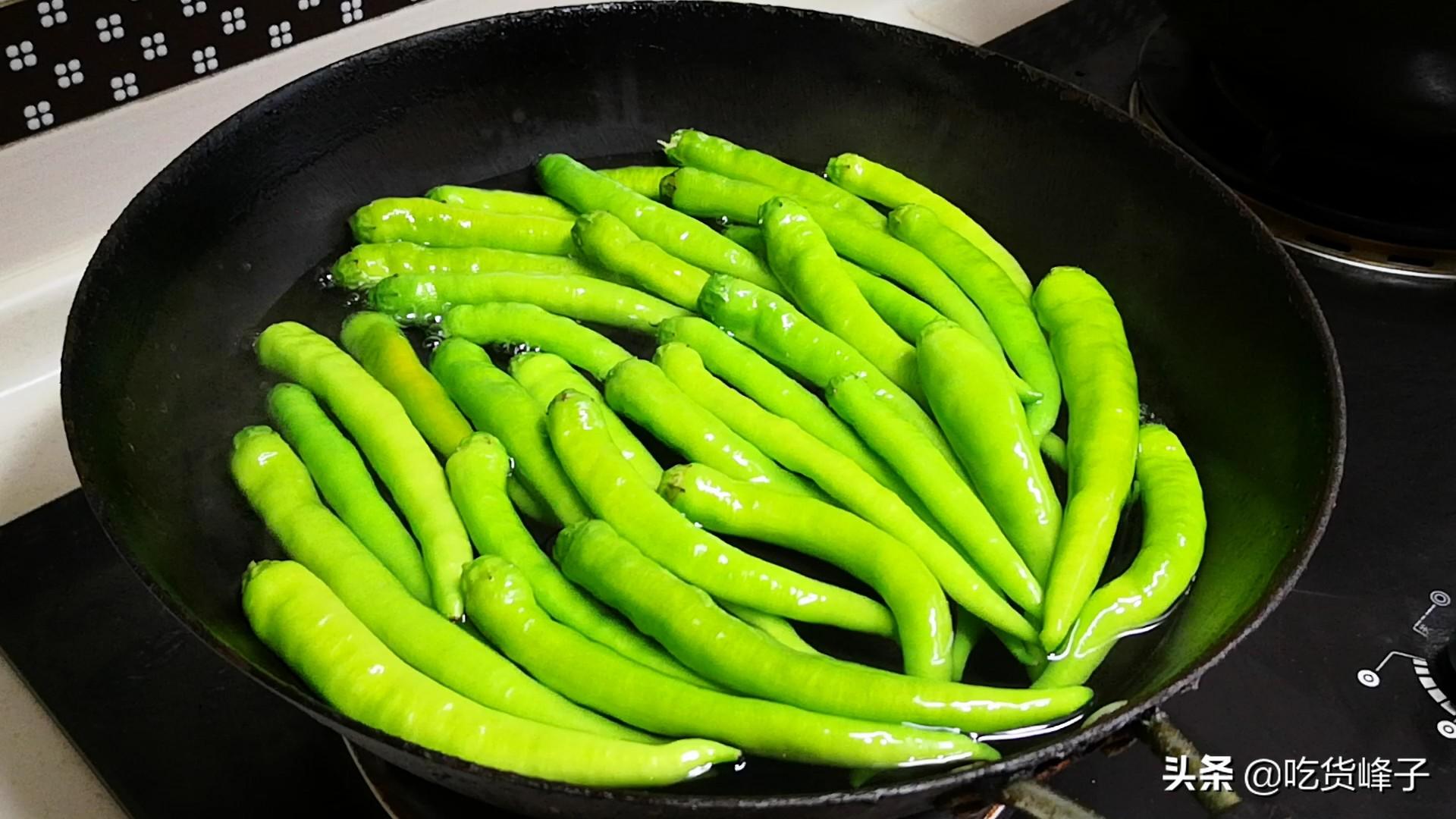 把辣椒放锅里煮一煮,没想到这么好吃,我家3天2头吃,香辣下饭 美食做法 第1张