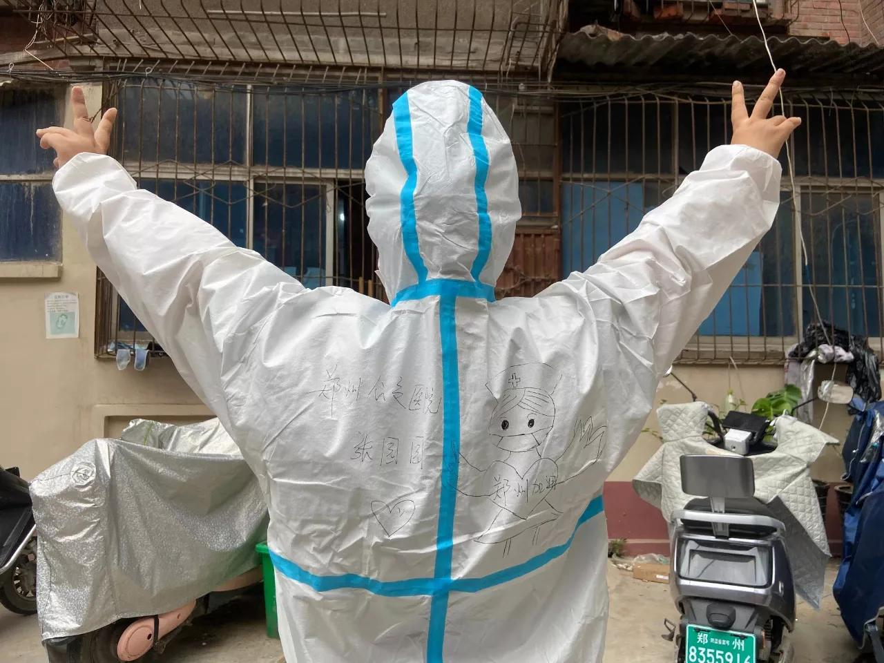 郑州公交医院党支部组织青年突击队再赴社区进行核酸检测
