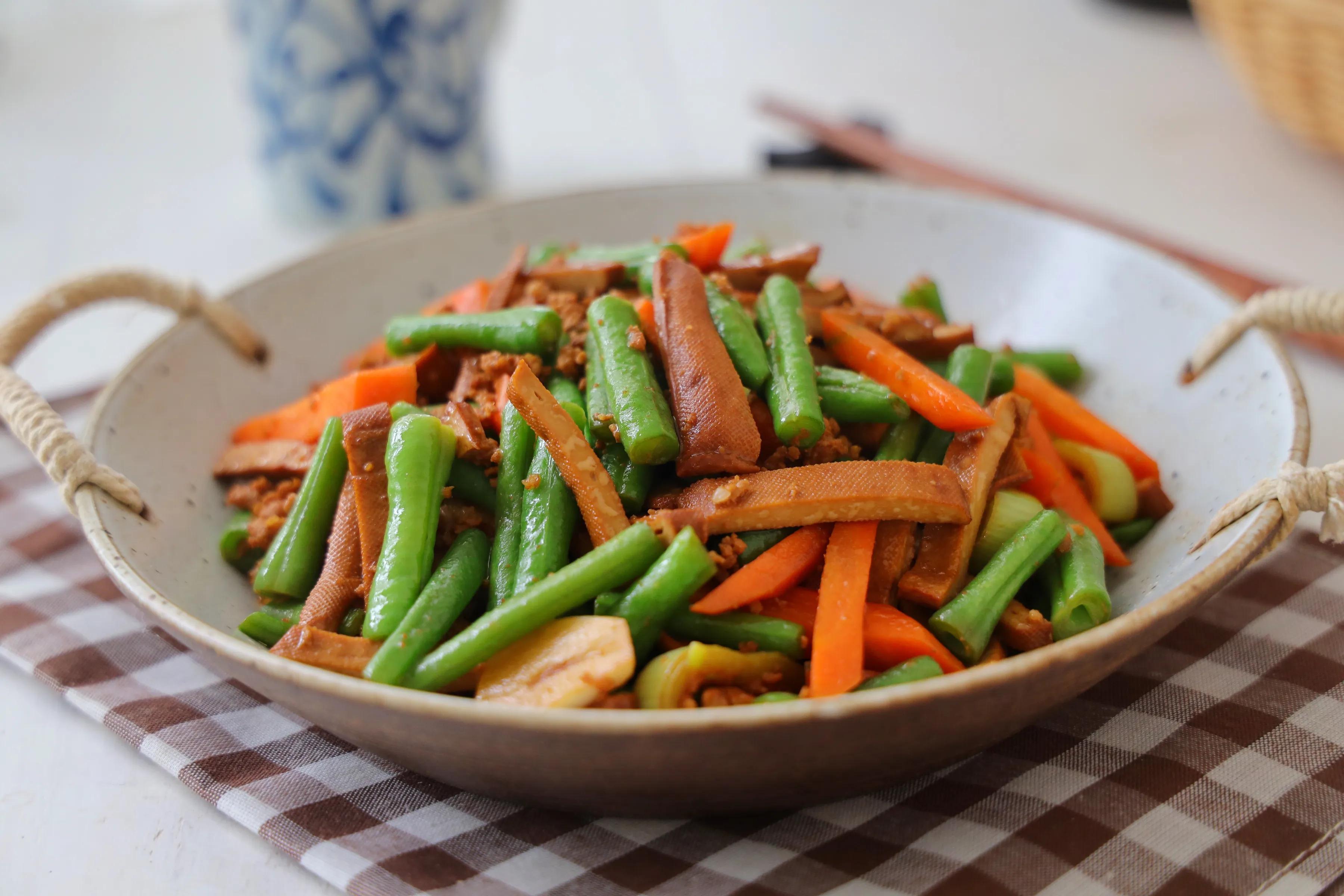 天气热,晚餐要多吃这道家常菜,营养丰富好下饭,多吃也无负担 美食做法 第2张