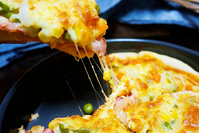 想吃披萨不用买,花钱不多在家做,做法简单,料足好吃