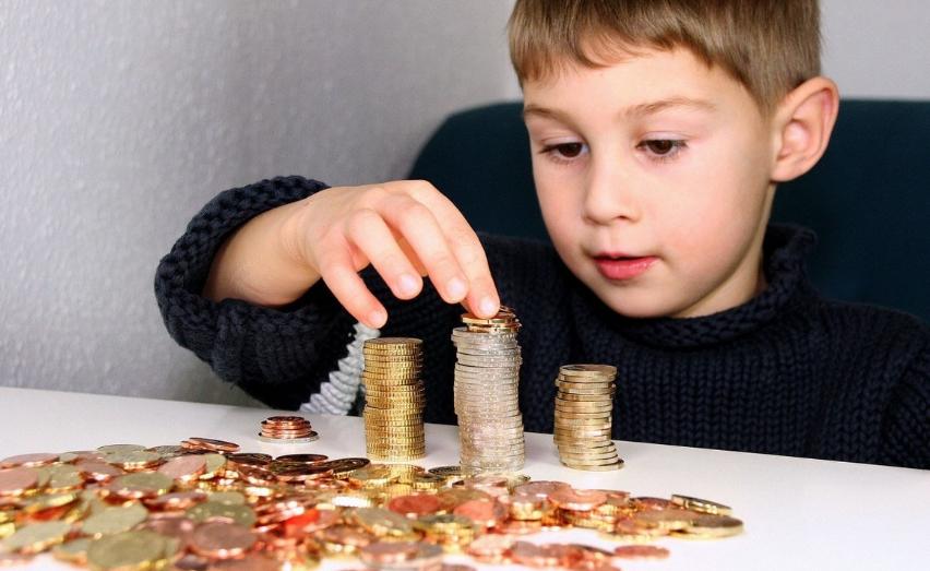 孩子出手大方,究竟是好事还是坏事?3个方法引导他们金钱观