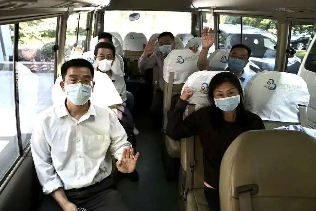 刚刚,抗疫英雄杜斌教授回家了