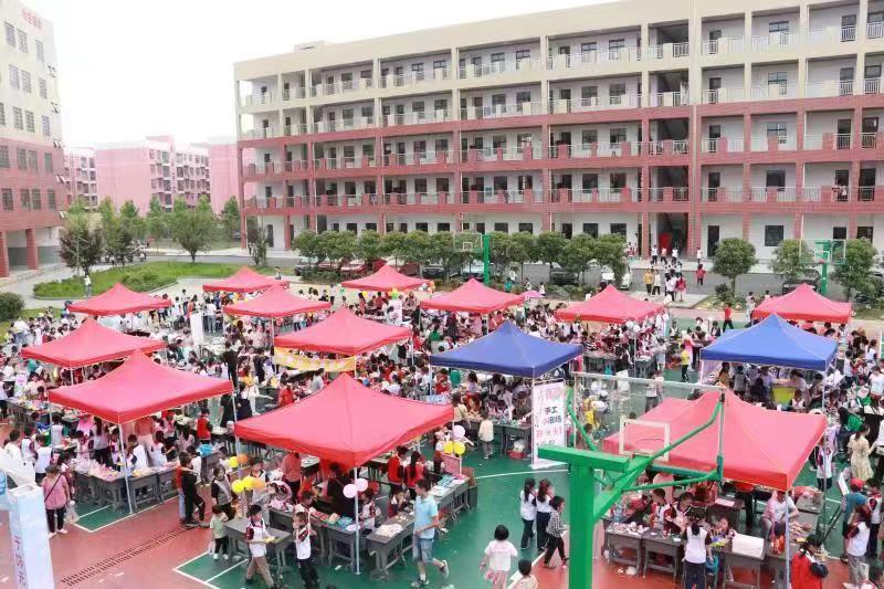 """隆回县思源实验学校举行""""红领巾•心向党""""""""六一""""庆祝活动"""