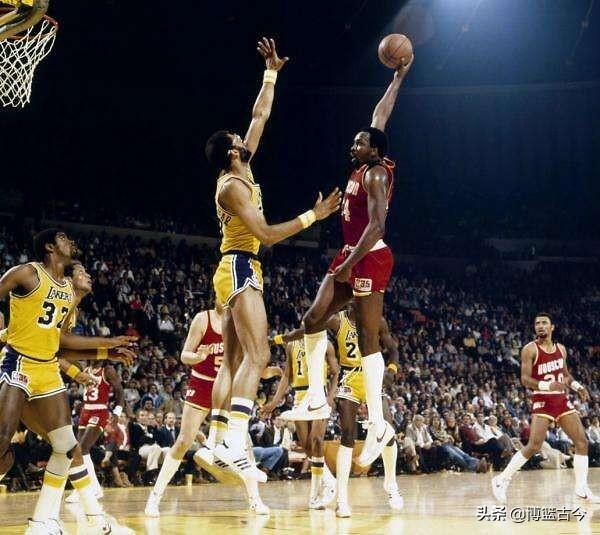 NBA历史十大中锋:霍华德压线入围,奥尼尔仅列第四