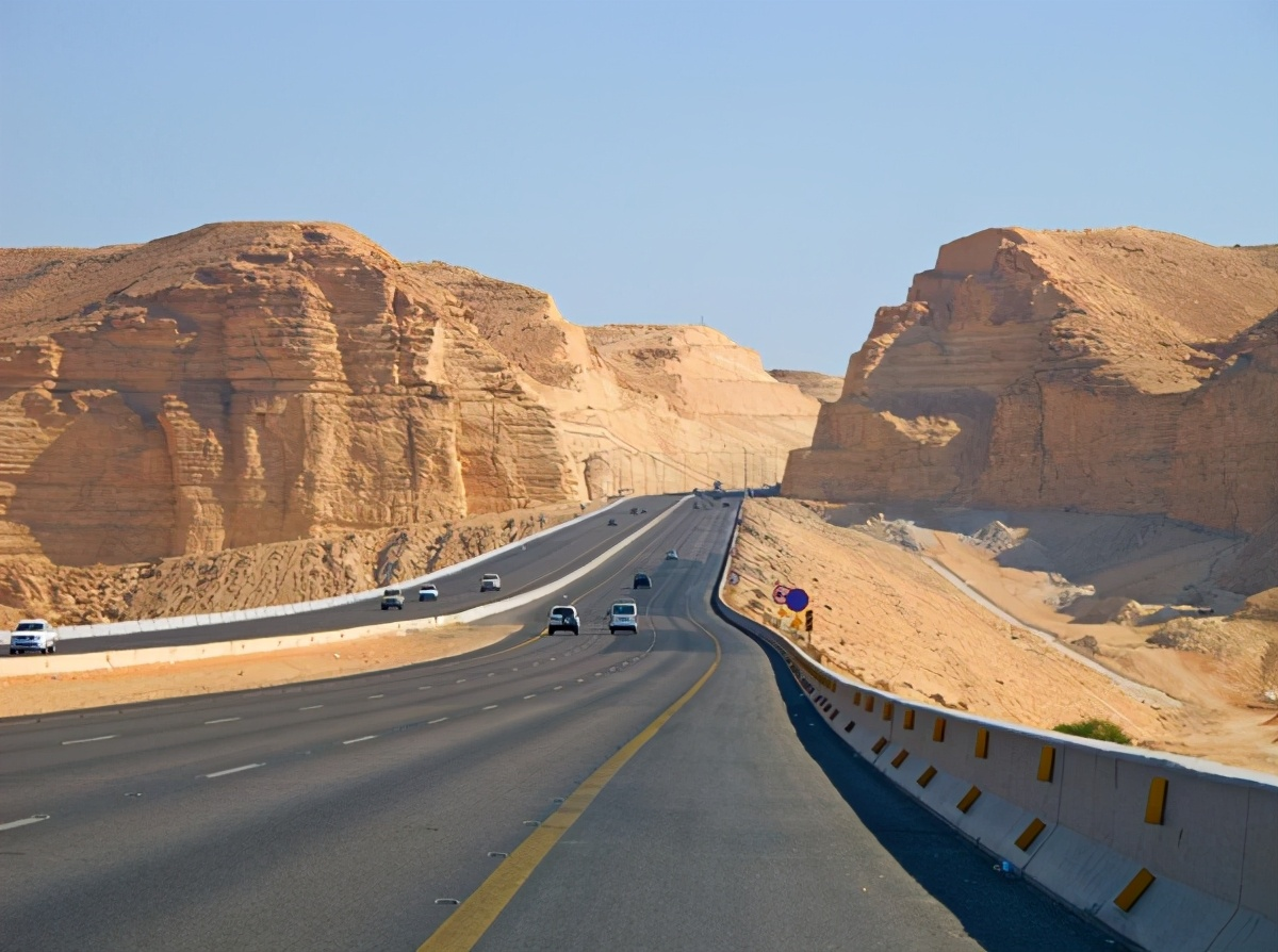 中国又火了!接下沙特千亿订单,还顺便修了一座桥