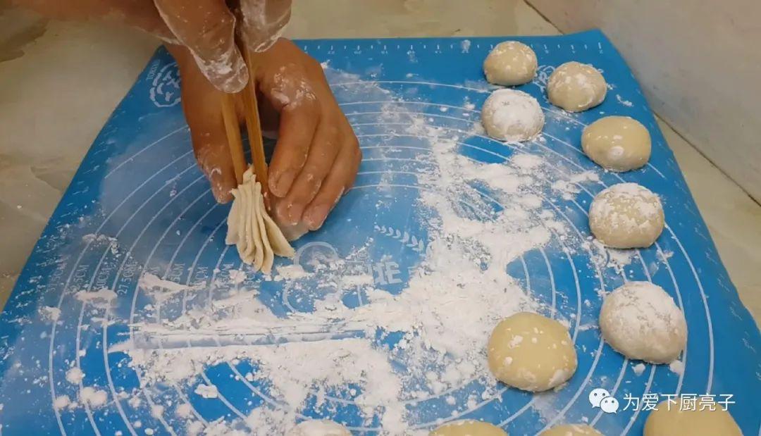 油條這樣做太好吃了,筷子夾一下,鬆軟又香甜,比吃麵包還舒服