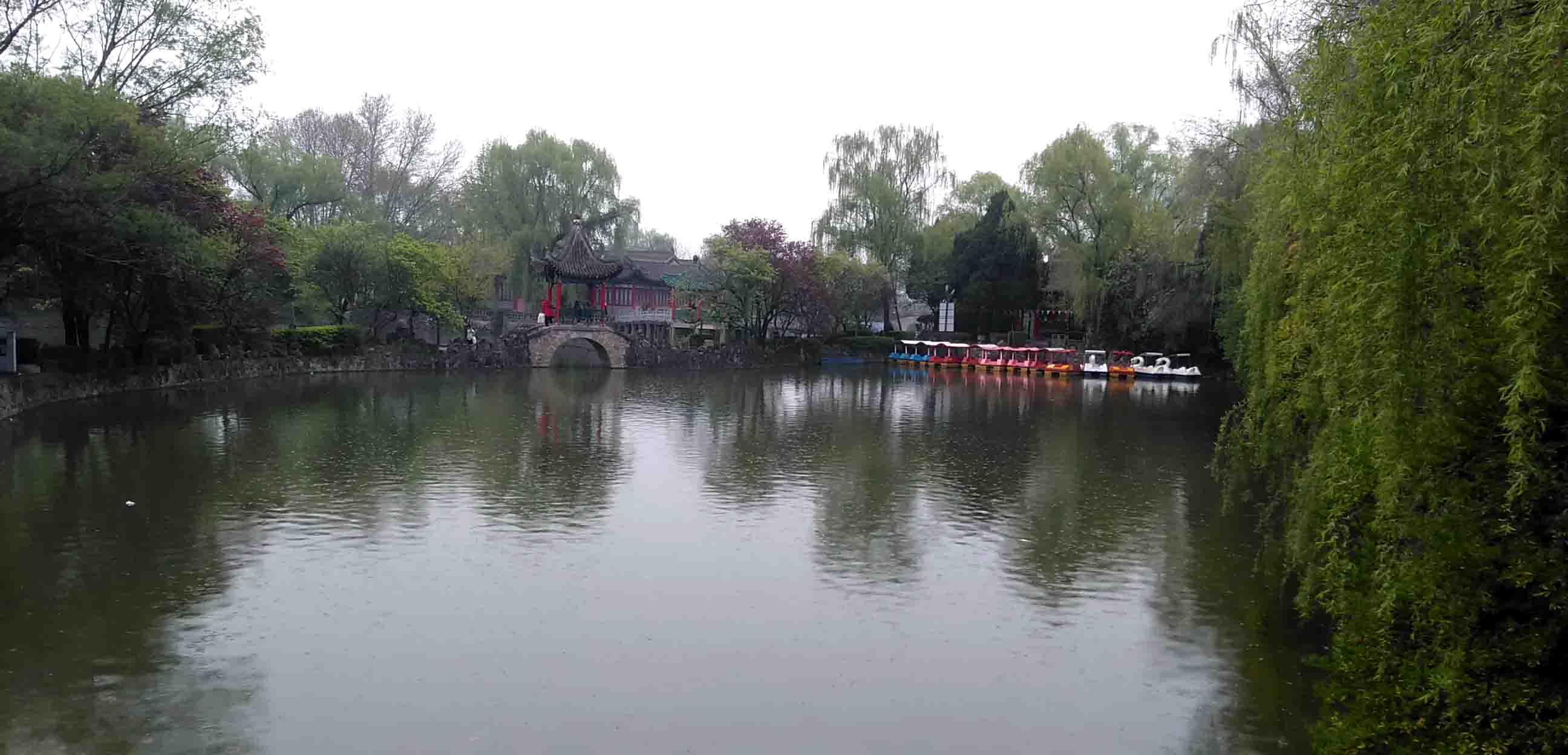 游凤翔东湖怀苏东坡居士