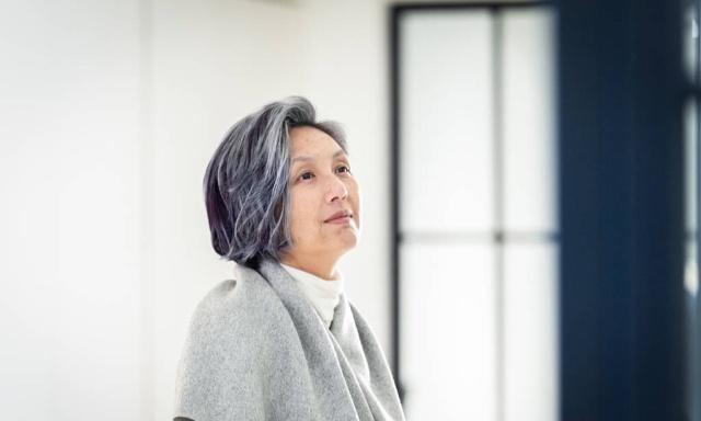 过了50岁,养成3个护发习惯:不去美容院,发质也越来越好