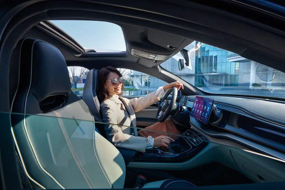试驾比亚迪秦PLUS DM-i,低油耗和强动力可以兼得!