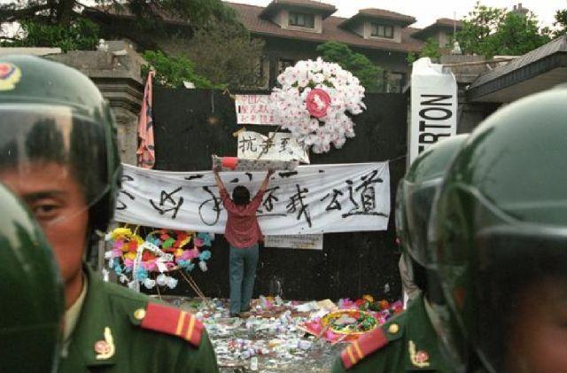 误炸?99年中国大使馆被炸真相,是美国为了毁掉F-117战机残骸?