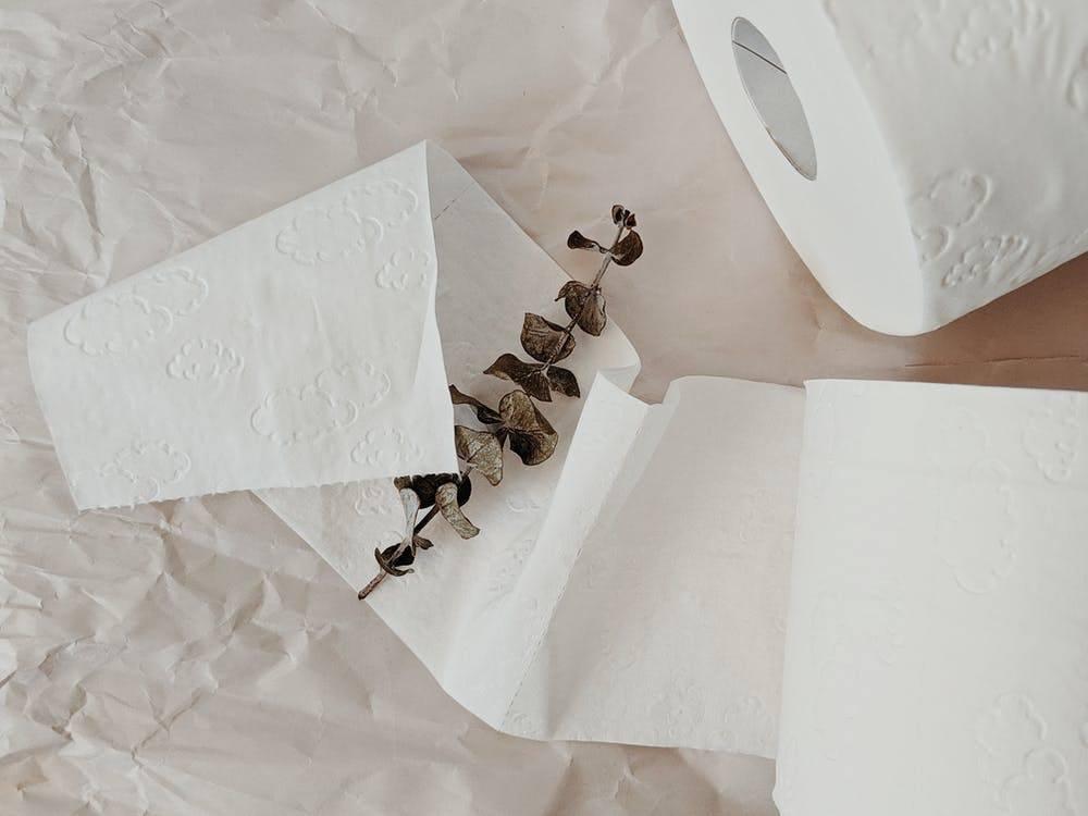 多家纸巾企业涨价,全球可能短缺,不起眼的卫生纸到底多重要?