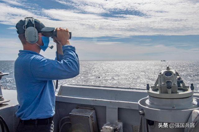 挑衅升级,美军宙斯盾舰越过海峡中线并炫耀,却不料被052D给锁定