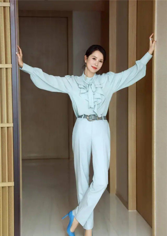 国民媳妇海清太会穿!荷叶领衬衫搭西裤美成焦点,超级精英范!