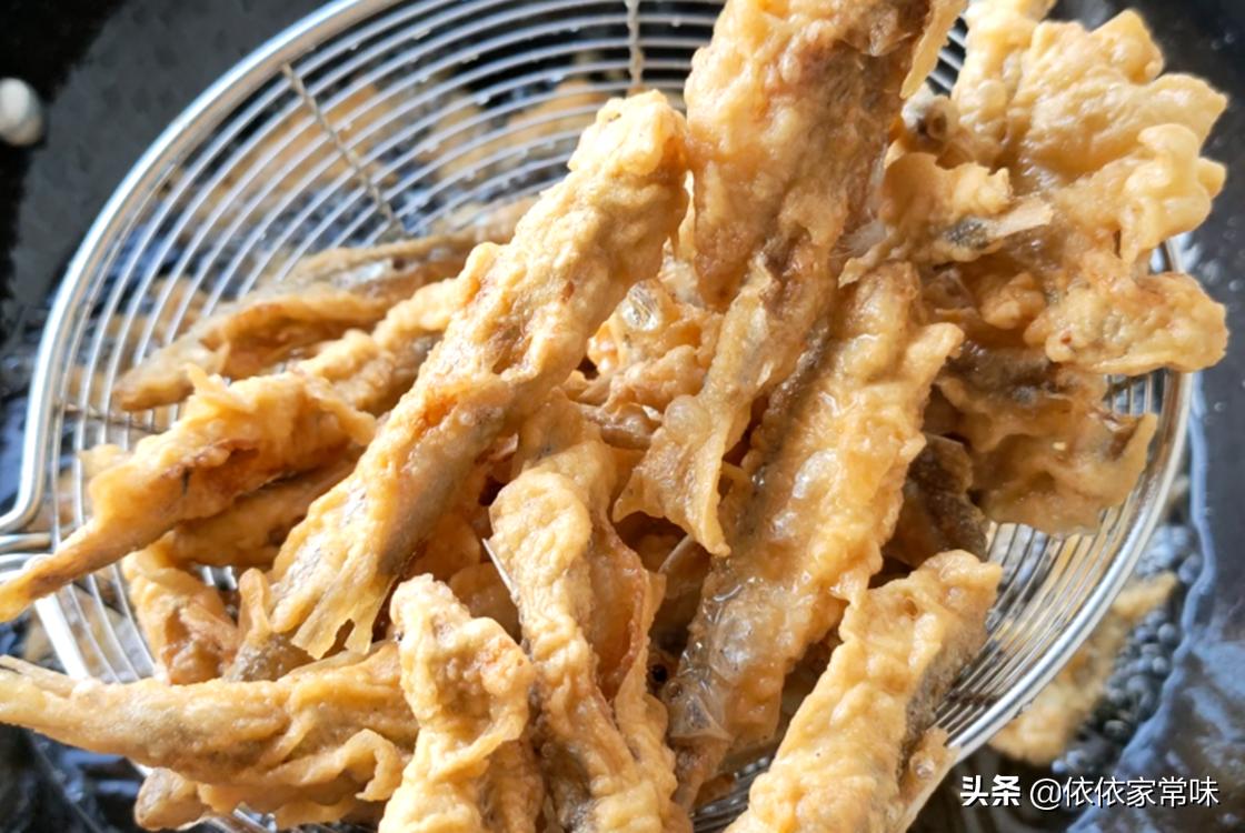 油炸小鱼时,用面粉还是用淀粉? 美食做法 第10张
