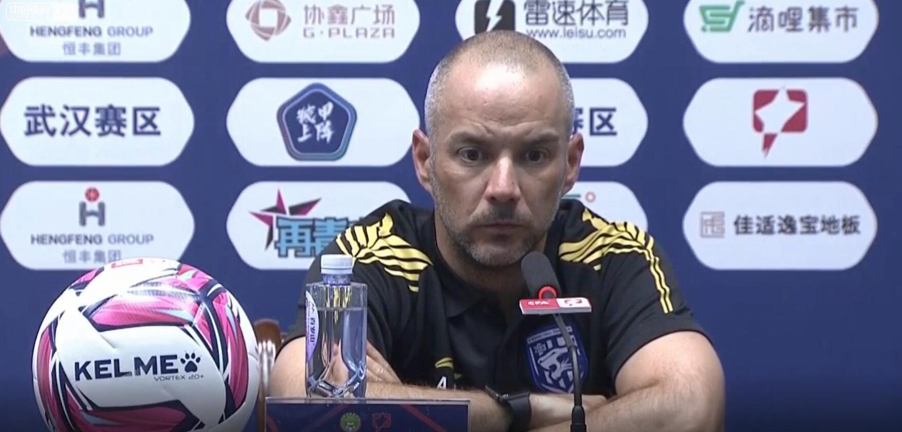 阿尔贝托:武汉三镇这场比赛踢得不好,浪费多次单刀球,结果遗憾