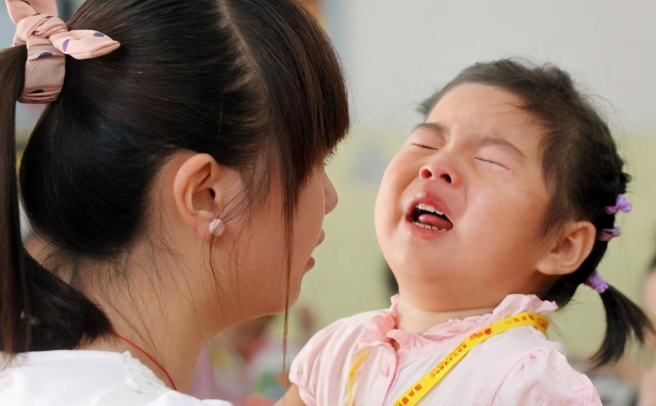 """8岁女孩凌晨发高烧,嘴里念叨""""语文书""""坏了,宝妈打开后落泪"""