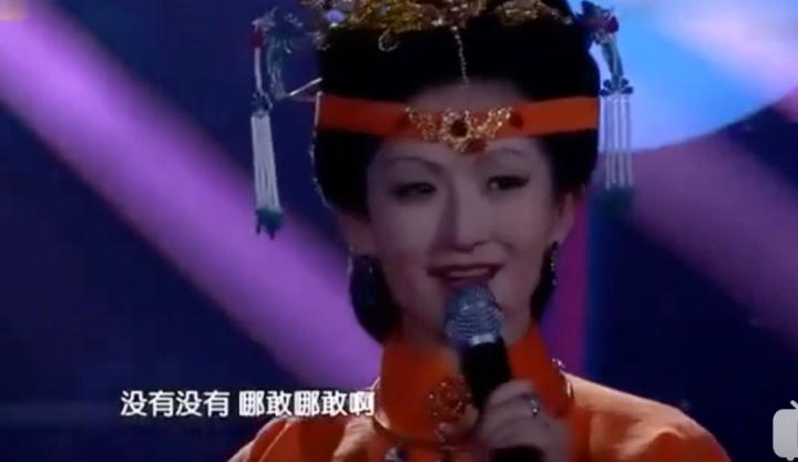 """孙坚—娱乐圈的女装大佬,""""出门不戴假睫毛都觉得妆过于素了!"""""""