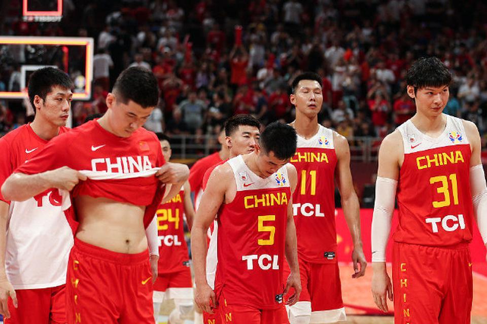 詹皇小弟更换国籍!加拿大男篮再损一人,中国队冲击奥运机会来了