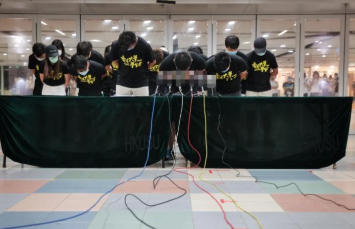 """众叛亲离!港大学生会""""悼念""""恐怖分子的后续来了,香港特首林郑月娥感到非常愤怒:支持港大和警方采取行动"""