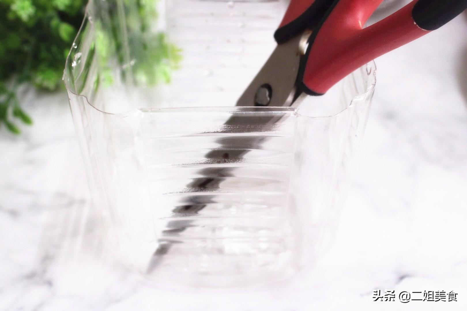 把剪刀放入小蘇打水中,太聰明了,用途花錢買不到,簡單還實用