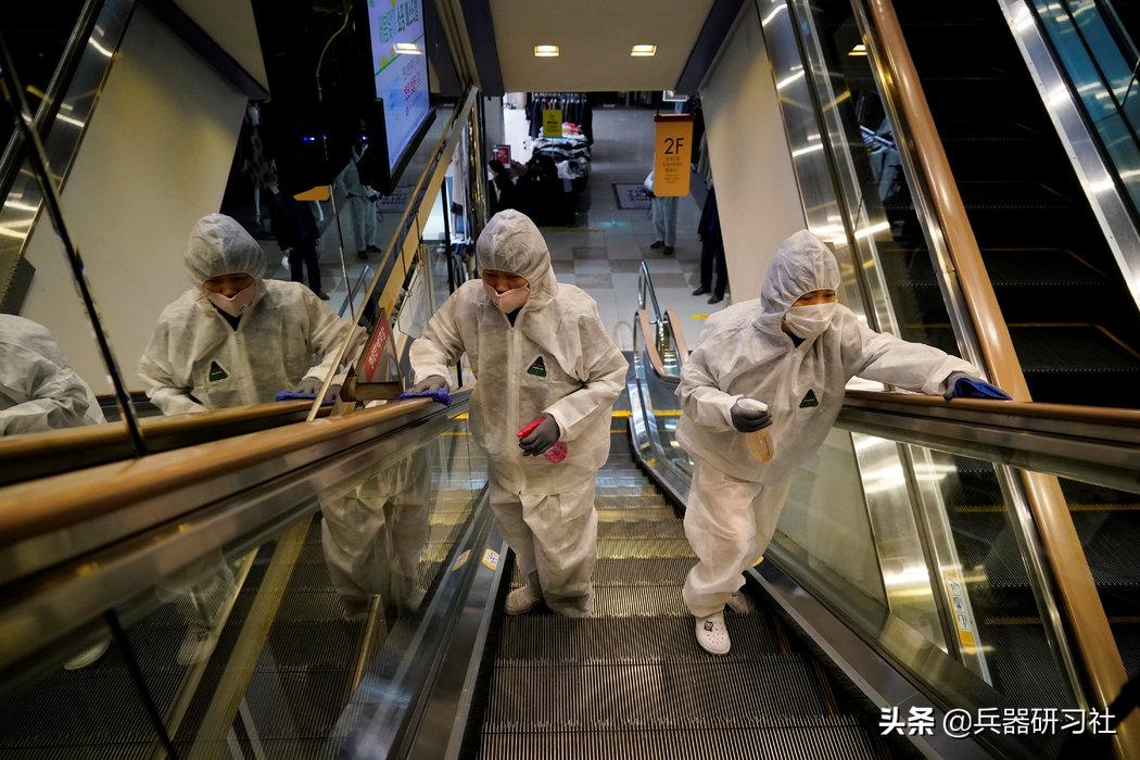 中国不慌不忙,每天疫苗接种稳定300万到600万人,美国:我全民接种也拼不过