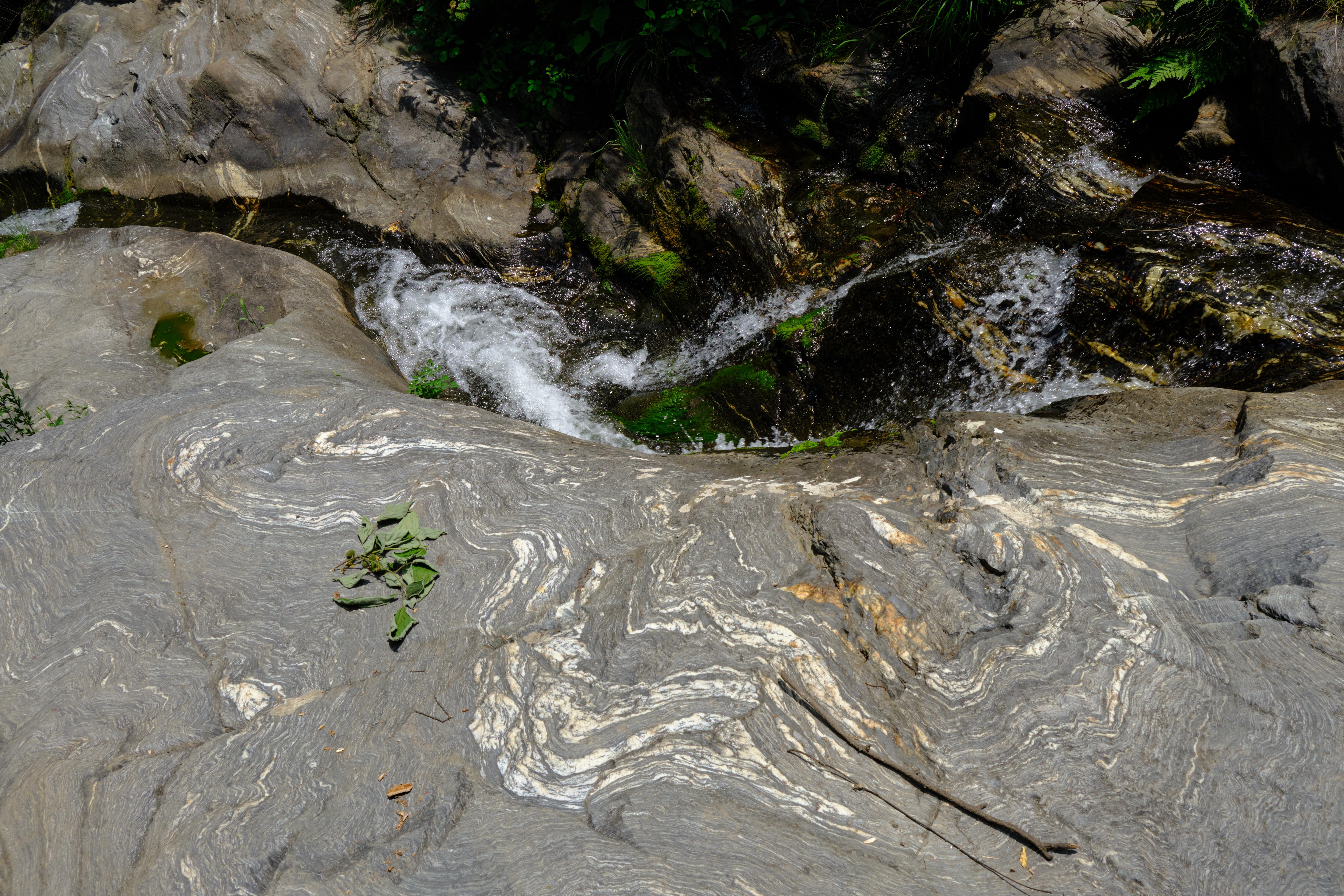 西安不怕高温,距城区30公里的金龙峡漂流,太凉爽了