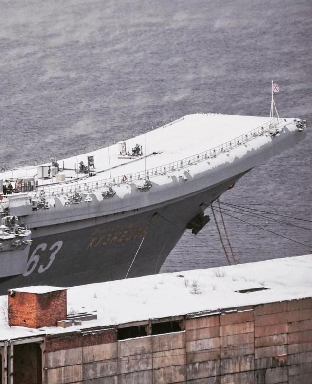 俄航母最新航拍照曝光,被冰雪完全覆盖非常优美,却暴露背后窘境