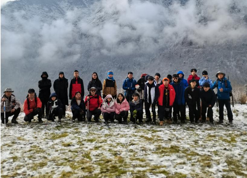 在-10℃的雪山中徒步,他们都说很开心