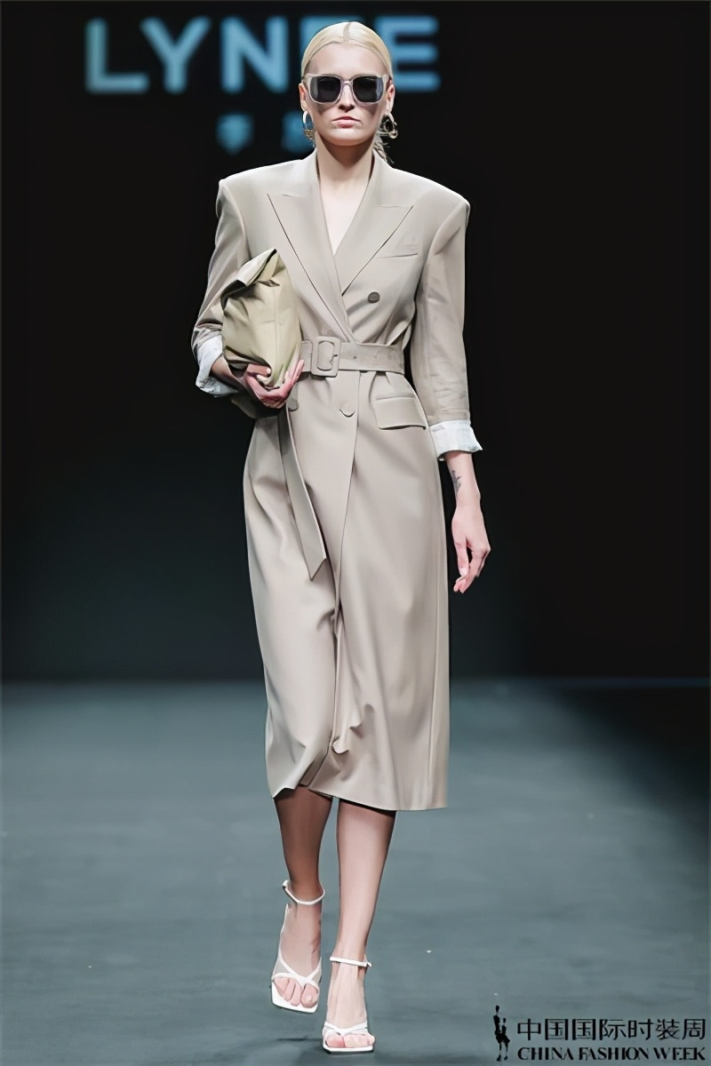 LYNEE2021SS上线 新一代职场女boss的衣橱大起底