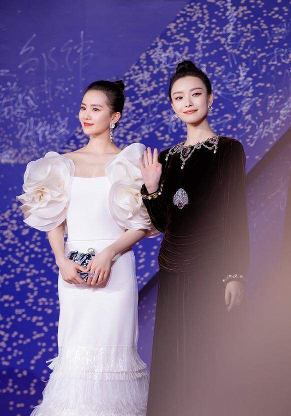 刘诗诗、倪妮同框太养眼了,一个人美的带着仙气,一个带着贵气感