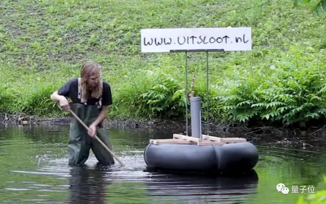 荷兰版手工耿手挖8小时沼气,让自制摩托车不花1毛钱飞驰20公里