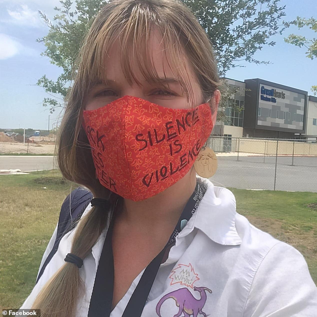 美国女老师坚持要戴口罩,支持黑人运动,结果竟被学校开除