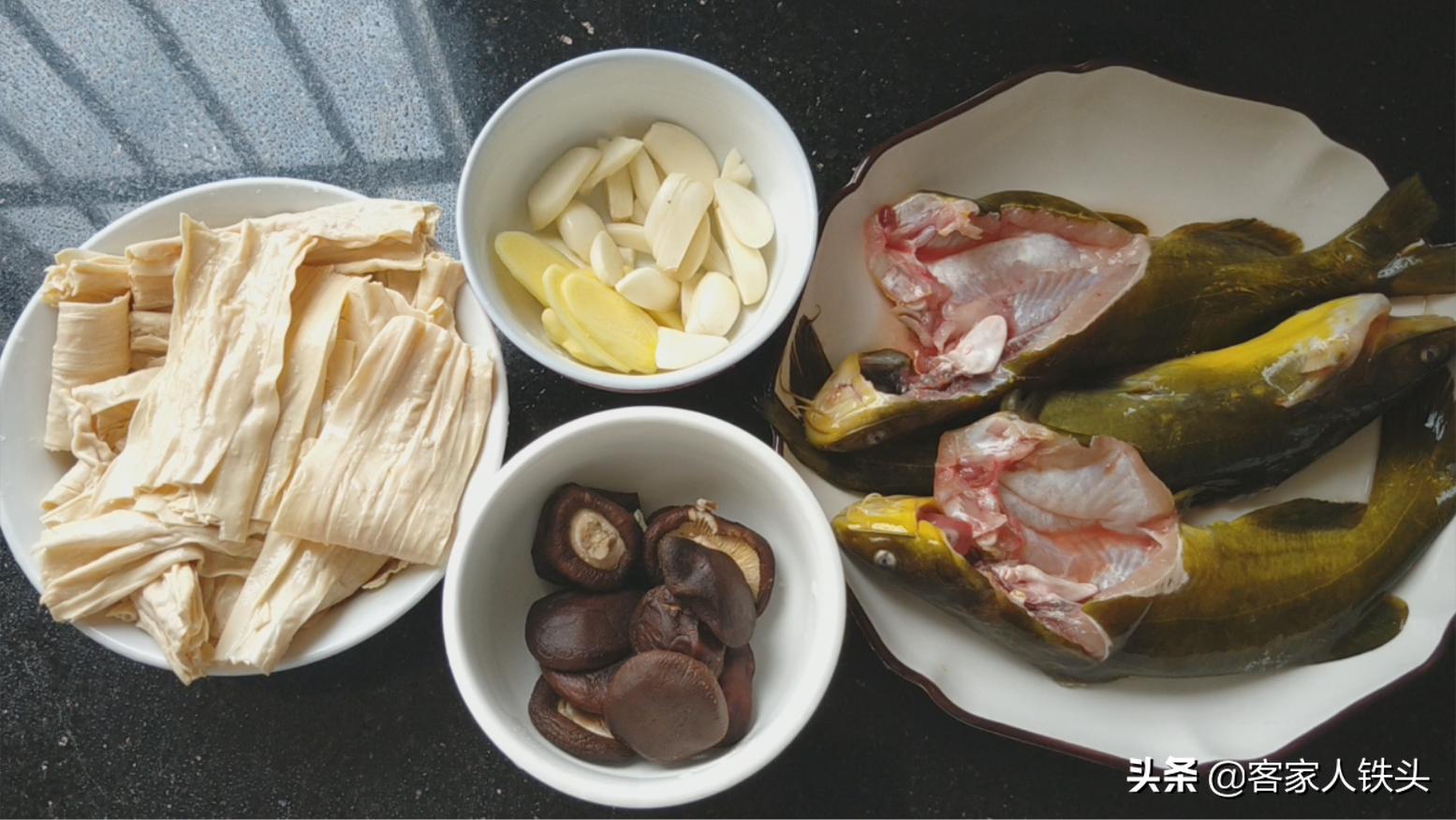 3条鱼一把腐竹,我家吃鱼10顿有5顿这样做,汁香下饭没腥味