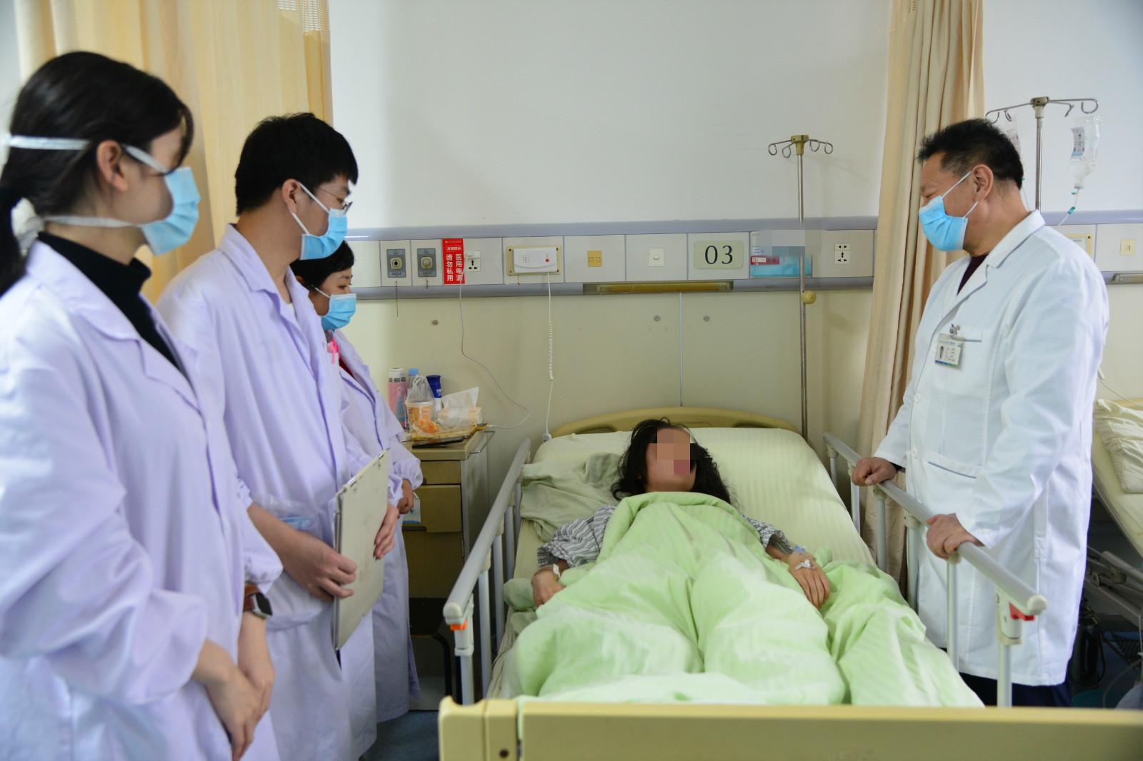13岁少女先天无阴道,西安交大一附院专家用羊膜重建,助其恢复女儿身