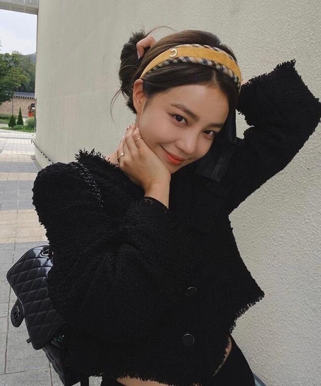 韩国气质博主yoonmida满满少女感穿搭 让人眼前一亮的衣服架子