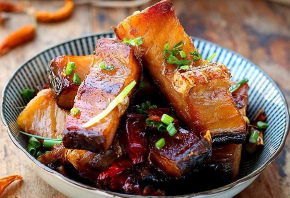 """腌腊鱼,不要只会抹盐!做好""""四步"""",鱼肉紧实不腥,香味十足"""