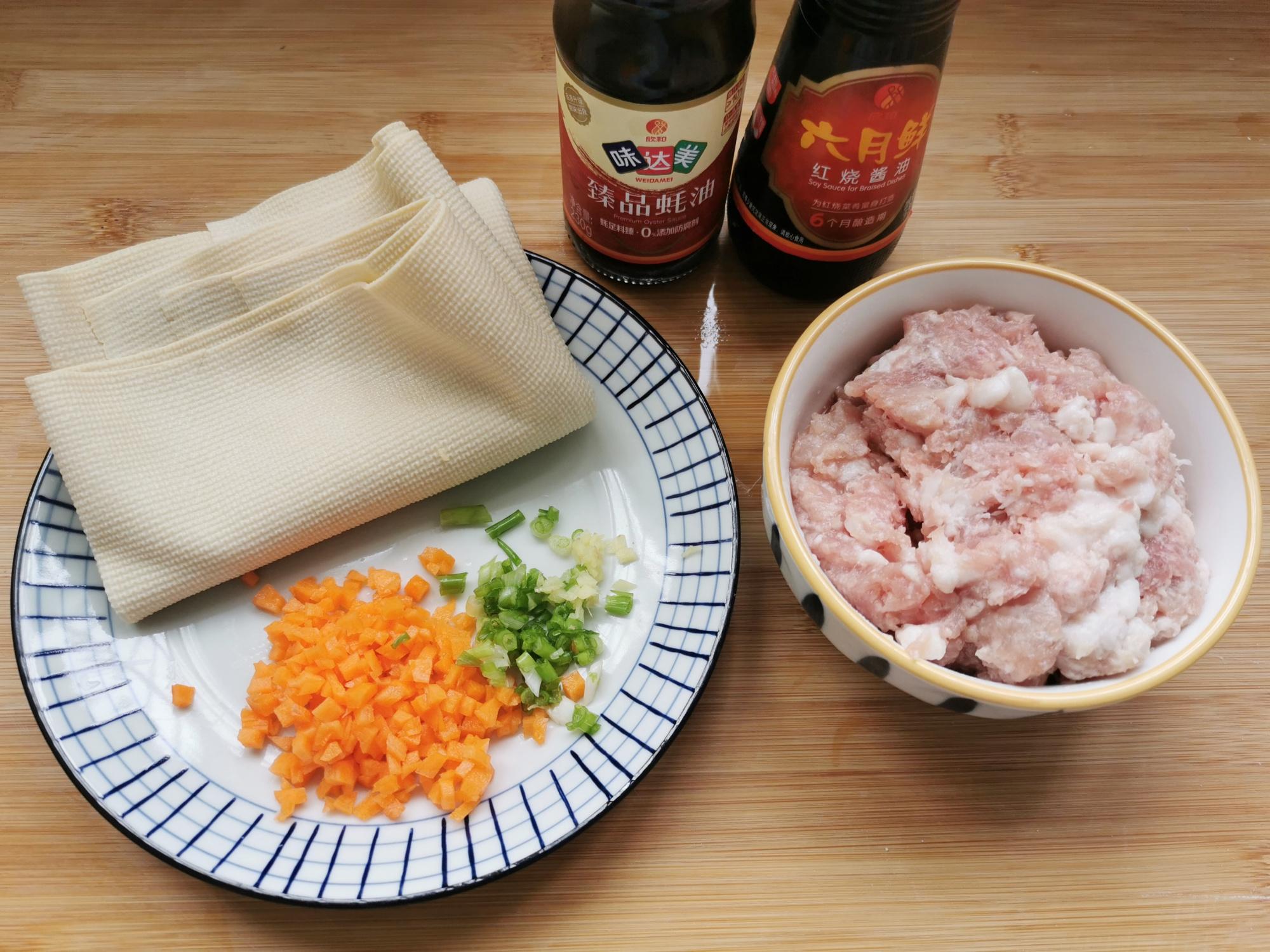 不油炸不煸炒,豆腐皮裹上肉餡蒸一蒸,10分鐘上桌,少油更健康