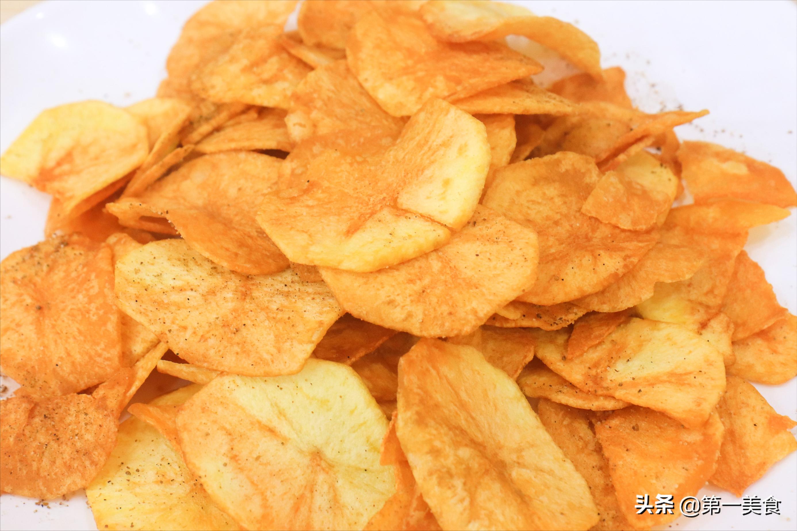 想吃薯片不用买,自己在家炸的一样嘎嘣脆,三个土豆炸一大锅 美食做法 第6张