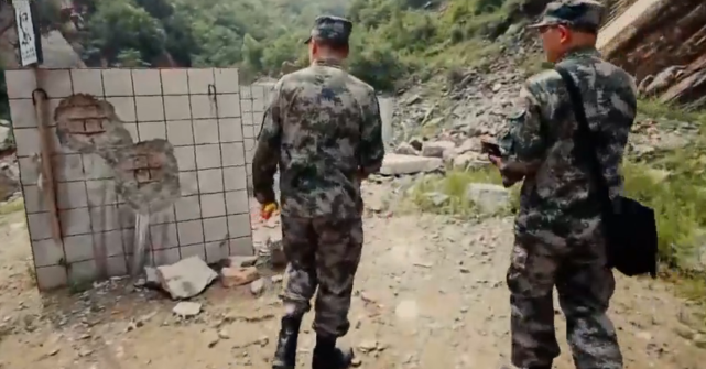 """掘地三尺的美国钻地弹,轻松炸毁地下工程,却遭中国小伙""""反杀"""""""