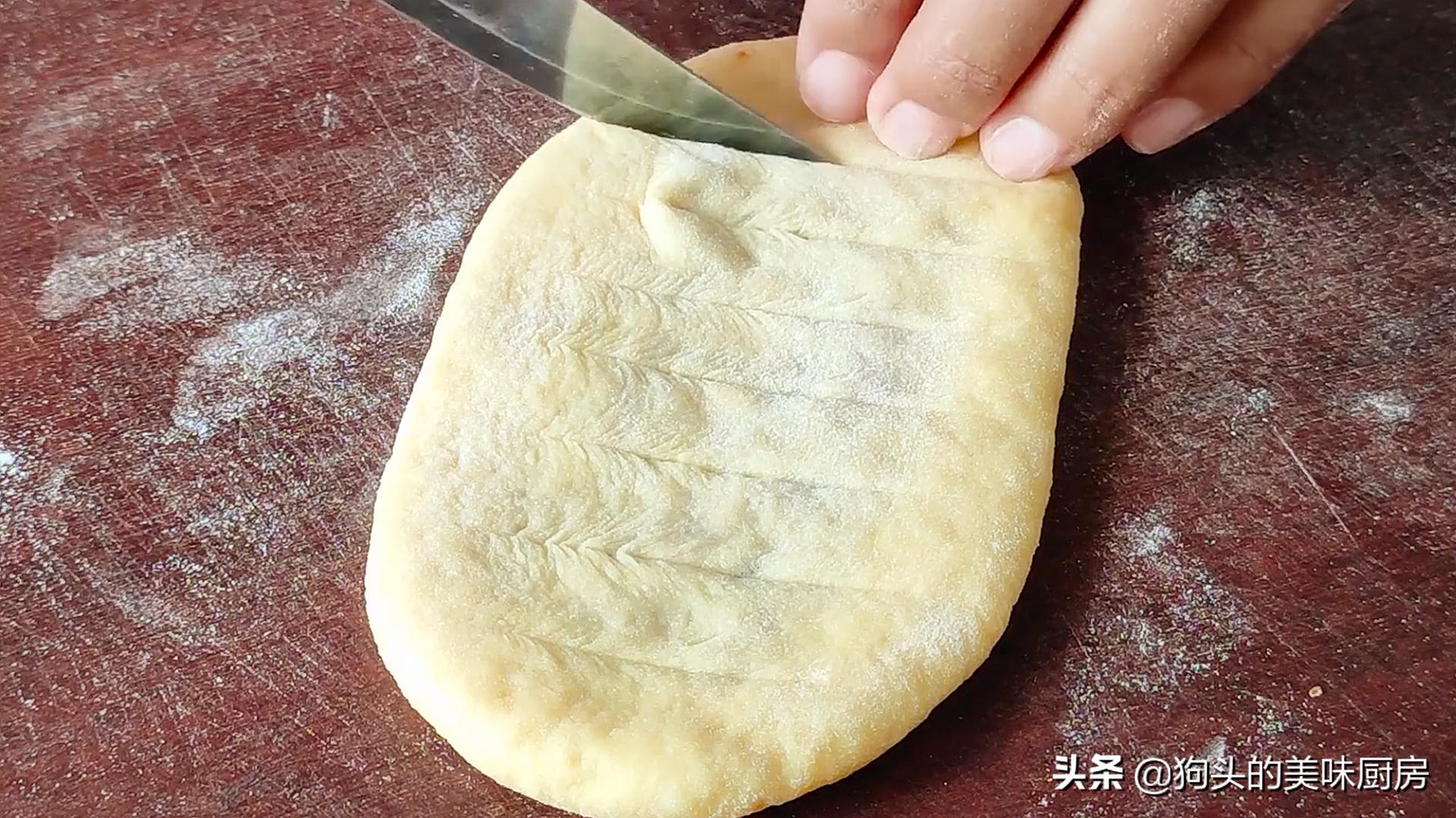 面粉不要做包子馒头了,教你新做法,不蒸也不烤,上桌就扫光 美食做法 第16张