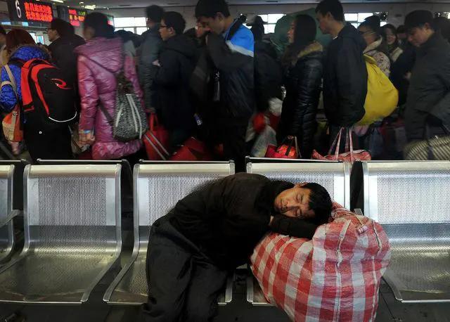 见过凌晨4点火车站的样子吗?