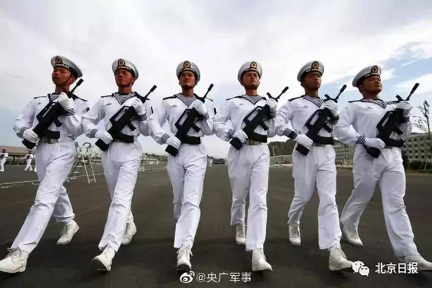 00后海军,受阅场上最年轻的群体!这一幕让人泪奔